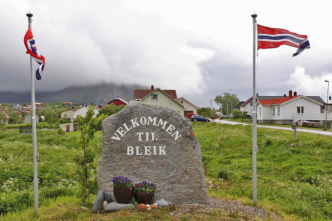 Bleik ligger ca 10 km sydväst om Andenes