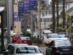 Vad du än gör! Kör inte bil själv!  - Tag en taxi in Johannesburg! Ingen bryr sig om några trafikregler och  utsikterna att överleva ökar dramatiskt  om du tar en taxi!