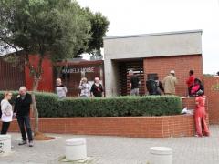 Första utflykten gick till förstaden Soweto en förstad till Johannesburg, där Mandela tidvis bodde.